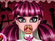Play Draculaura Real Vampire Dentist