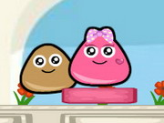 Play Pou Lovely Kiss