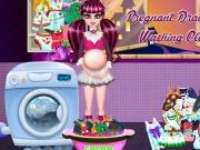 Play Pregnant Draculaura Washing Clothes