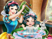 Play Snow White Baby Wash