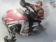 スノーモービル冬のレーシング